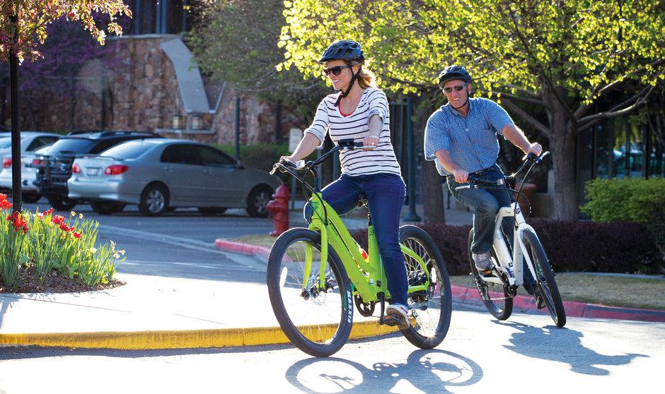 Electric Bike IZIP E3 Zuma horizontal couple leisureriding