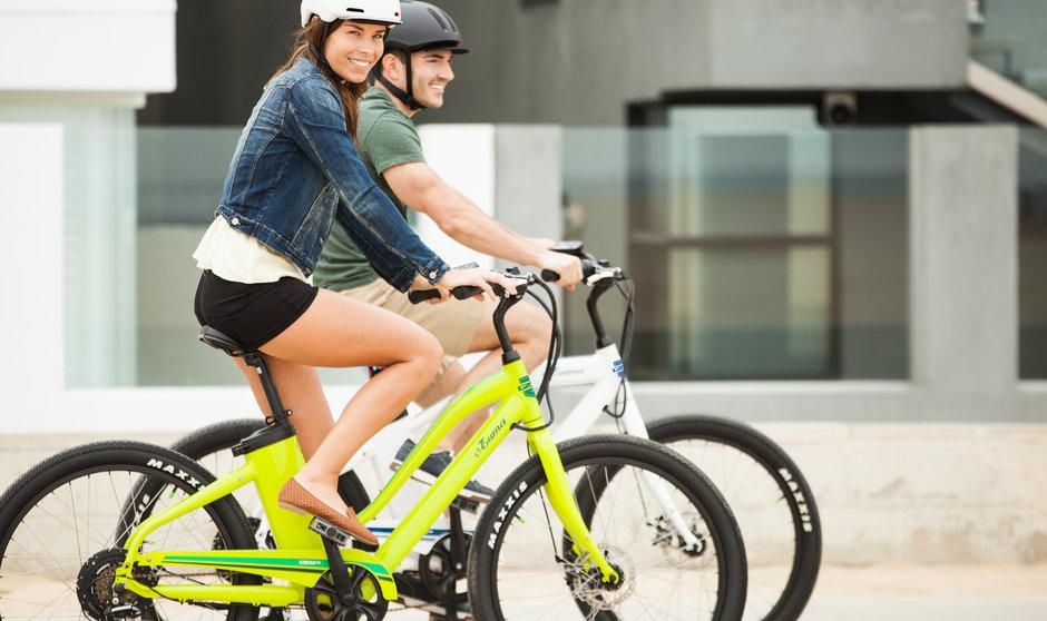 Electric Bike IZIP E3 Zuma horizontal beach riding