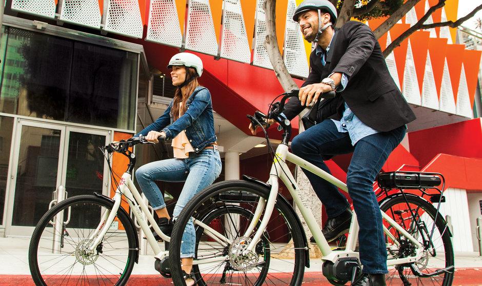 Electric Bike IZIP E3 Path  horizontal street