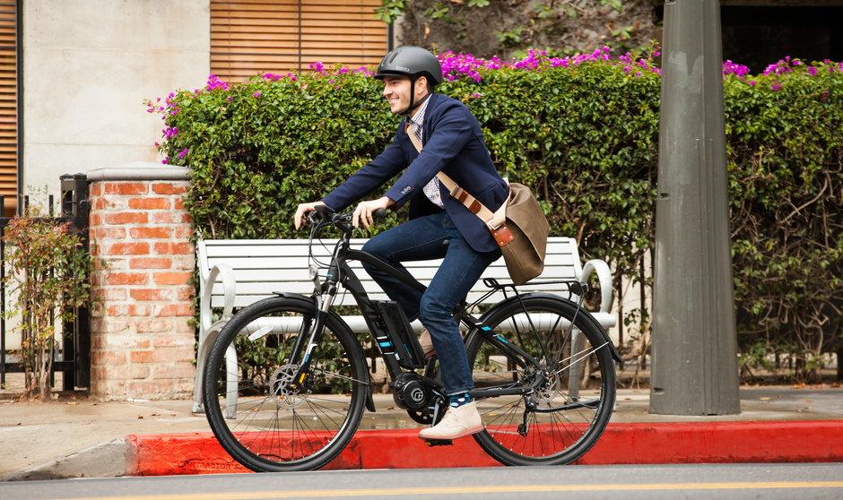 Electric Bike IZIP E3 Dash horizontal riding