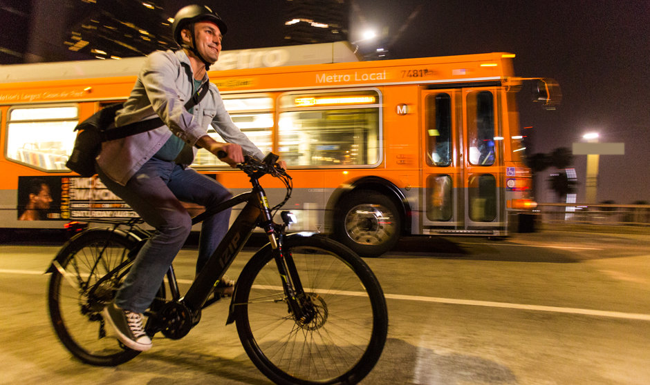 Electric Bike IZIP Protour Lifestyle image