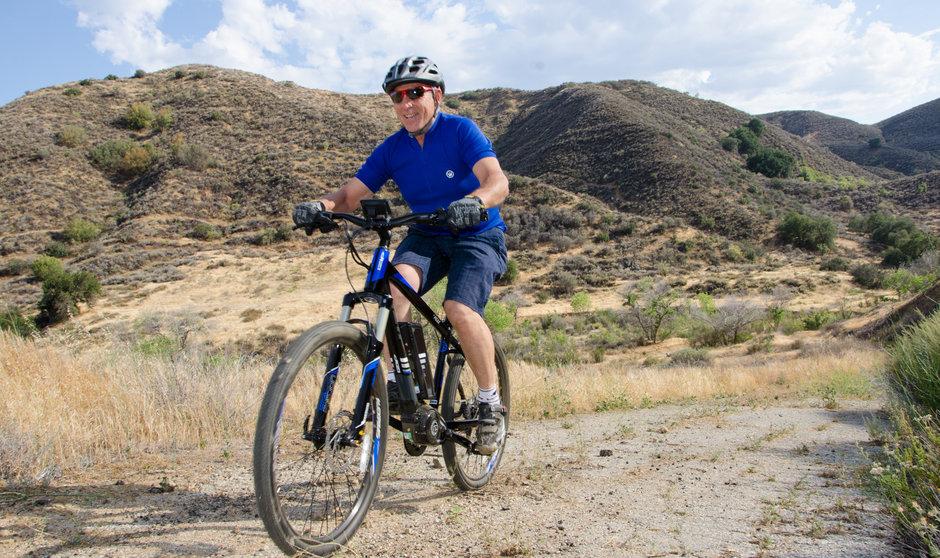 Electric Bike IZIP E3 Peak DualSport Horizontal Uphill