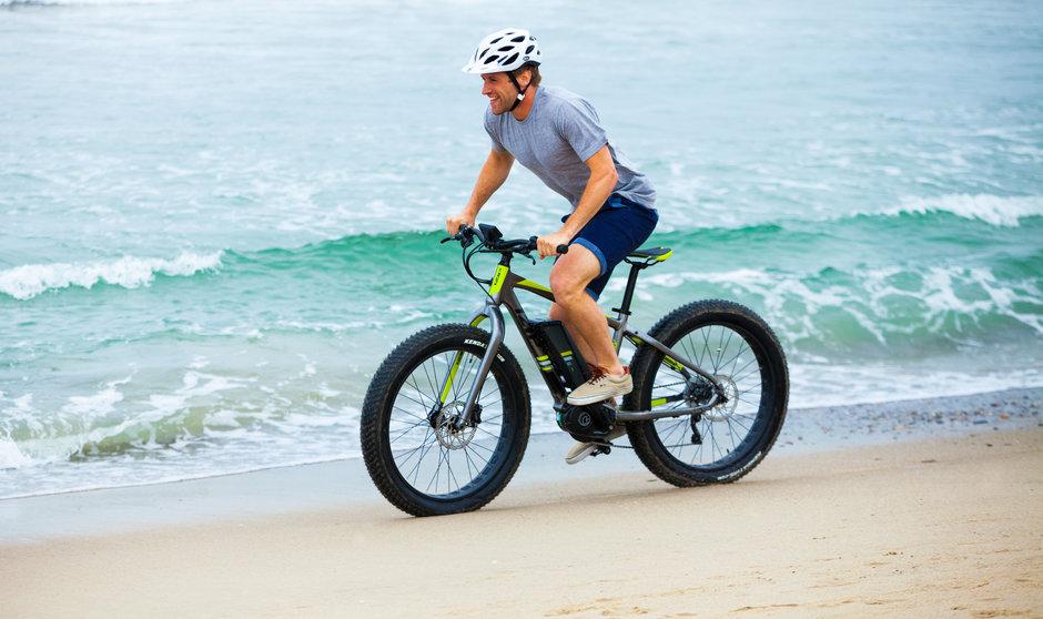 Electric Bike IZIP E3 Sumo Horinzontal Beach riding