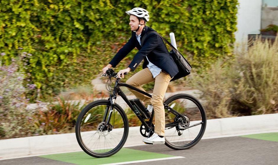 Electric Bike IZIP E3 DashBK horizontal riding bikepath