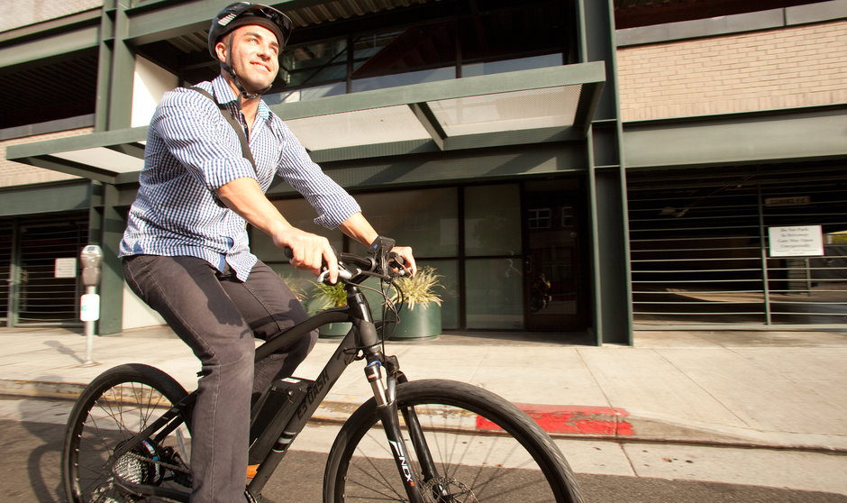 Electric Bike IZIP E3 DashBK horizontal street