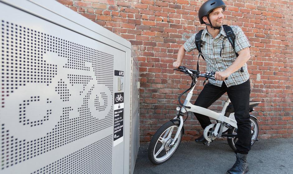 Electric Bike IZIP Twnexp horizontal standing