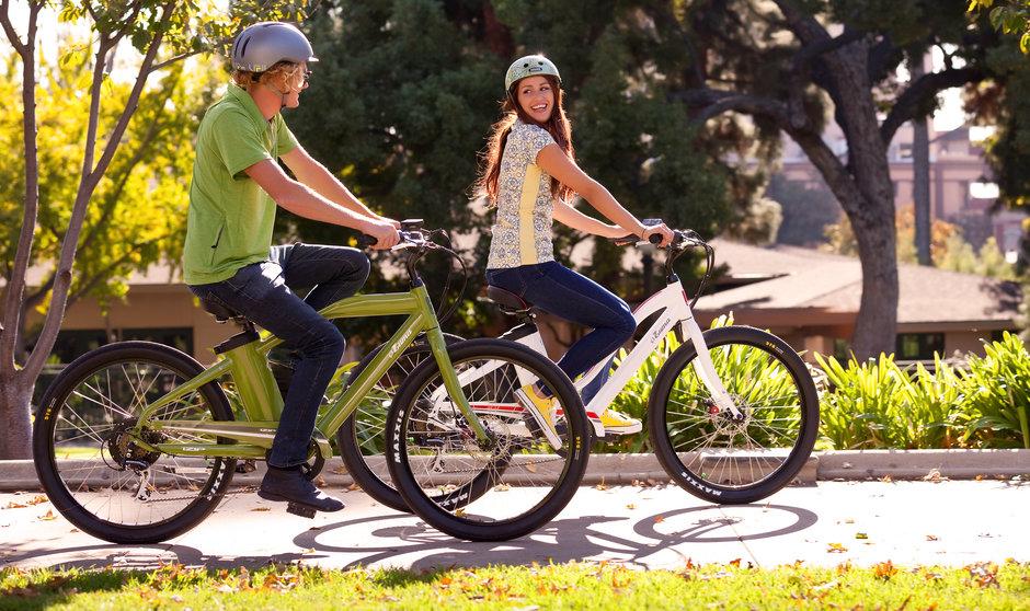 Electric Bike 2014 IZIP E3 Zuma Green White LS Riding Horizontal