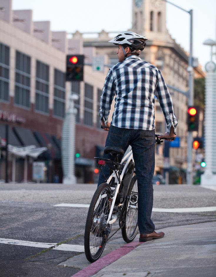 Electric Bike 2014 IZIP Express Street Vertical