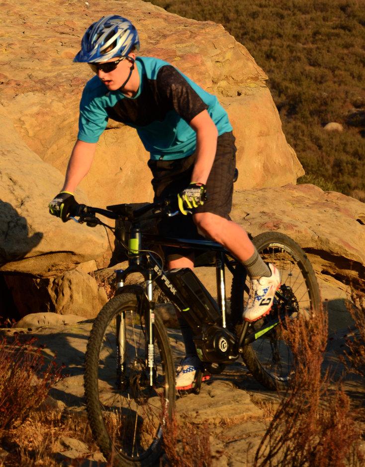 Electric Bike 2014 IZIP E3 Peak Riding Vertical