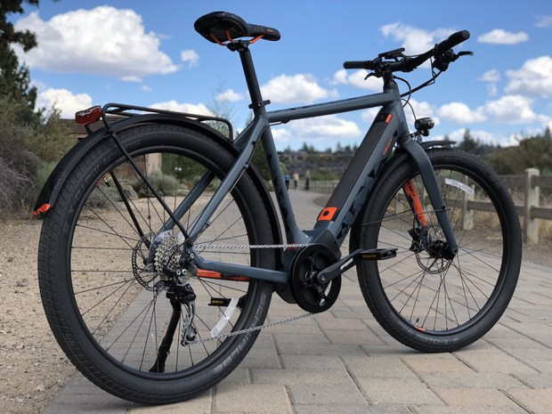 The IZIP E3 Moda is a versatile eBike that is well equipped for daily commuting & errand running while also being a good eBike for road and gravel road exploring.>